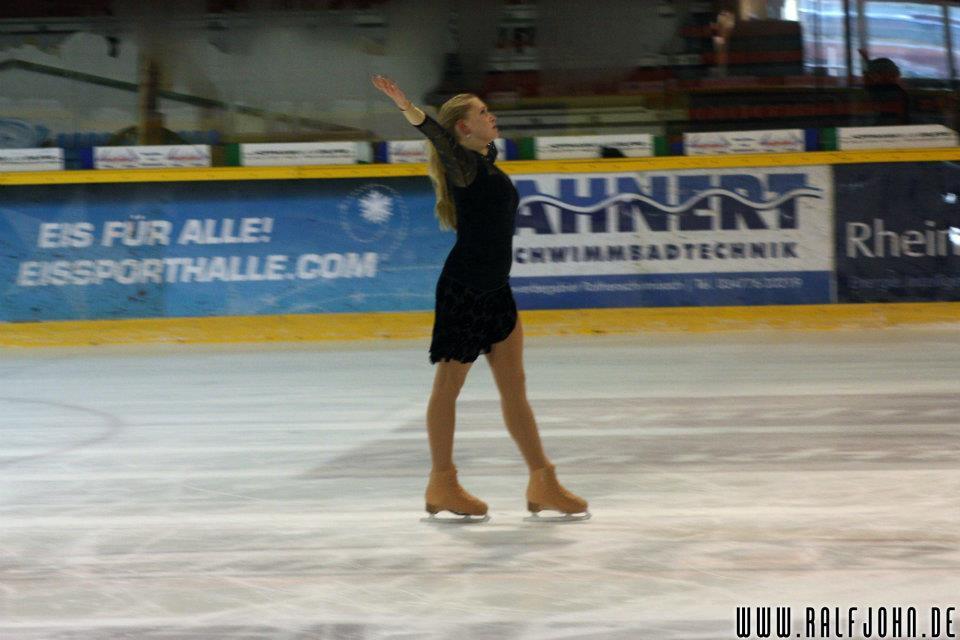 Eismärchen 2011: Finale von Frau Holle mit Christine Meng, Eisstar 2011