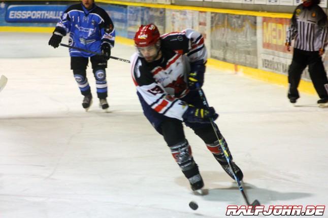 Saale Bulls 1B - Leipziger Eissportclub - Evans auf dem Weg zum Emptynetter