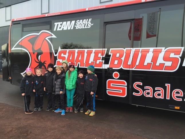 Young Saale Bulls reisen im Saale Bulls Bus