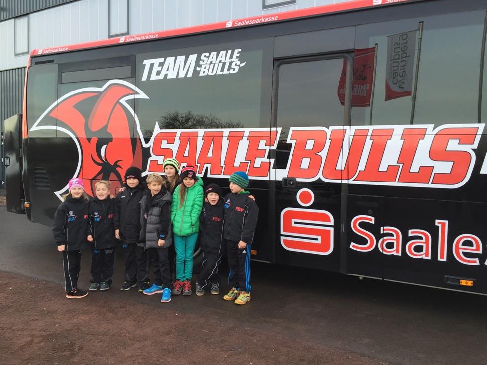 Mit dem Saale Bulls Bus zum Sieg gegen die Eisbären