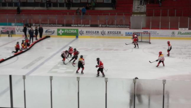Zweikampf im Spiel Halle/OSC gegen Crimmitschau/Schönheide